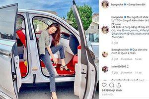 Hồ Ngọc Hà sang Mỹ lái Rolls-Royce Cullinan chạy Uber