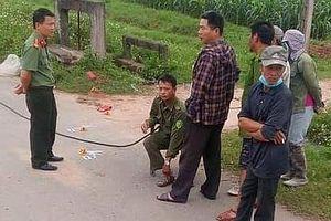 Người đàn ông tử vong bất thường giữa đường bên chiếc xe máy lạ