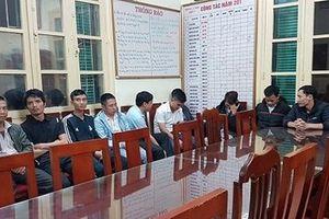 Xử lý nhóm đối tượng chèo kéo khách đi taxi 'dù' tại Sân bay Nội Bài