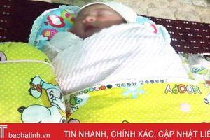 Bé gái sơ sinh bị bỏ rơi ở bãi rác Lộc Hà có tổ ấm mới