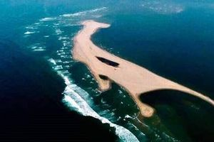 Đảo cát dài 3km xuất hiện giữa biển Cửa Đại