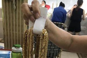 Trao trả gần 5 tỷ đồng và 225 lượng vàng cho chủ tiệm vàng