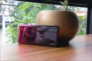 Mở hộp Vivo V15 camera 'tàng hình', màn hình tràn, giá bán 7,99 triệu đồng