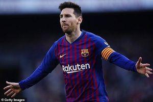CĐV trầm trồ với pha đá phạt hàng rào panenka của Messi