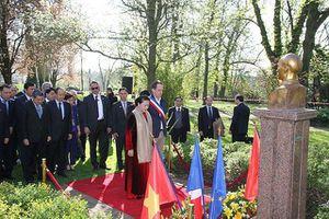 Chủ tịch QH Nguyễn Thị Kim Ngân thăm Không gian Hồ Chí Minh tại TP Montreuil