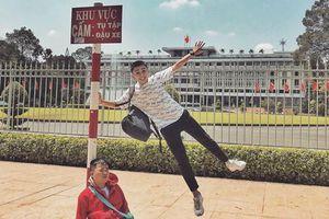 Dân mạng thích thú với bộ ảnh 'chàng trai mệt mỏi' du lịch khắp Sài Gòn