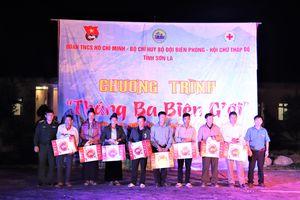 Giao lưu văn nghệ và tặng quà cho người dân xã biên giới Mường Lạn
