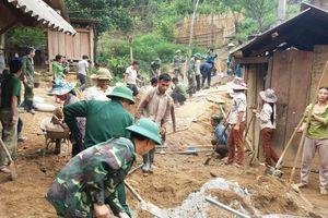Đồn Biên phòng Tam Hợp giúp dân làm đường bê tông