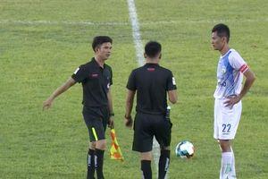 Từ vụ cầu thủ Cần Thơ đá vô lưới nhà: Lạ lùng HLV Nguyễn Thanh Danh
