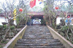 Chuyện ít biết về ngôi đền thờ vị tướng 'sinh ra từ hòn đá'