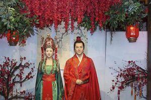 Bức tượng sáp mới của vợ chồng Triệu Lệ Dĩnh - Phùng Thiệu Phong nhận được nhiều lời khen vì giống với 'bản gốc'