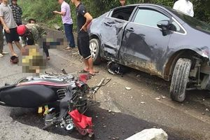 Xế hộp va chạm với xe máy, 2 người phụ nữ nhập viện cấp cứu