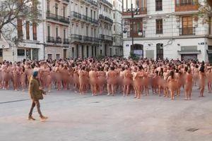 Hơn 1.000 người chụp ảnh khỏa thân đòi quyền bình đẳng cho nữ giới