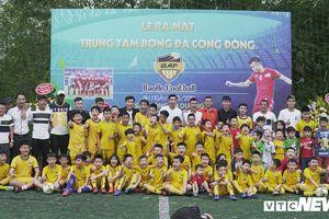 Dàn sao đội tuyển Quốc gia mừng Mai Tiến Thành ra mắt Trung tâm bóng đá cộng đồng