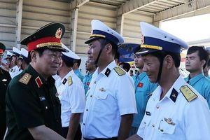 Bộ trưởng Quốc phòng thăm Căn cứ Quân sự Cam Ranh