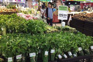 Big C thí điểm bọc rau bằng lá chuối, góp phần giảm thiểu ô nhiễm môi trường