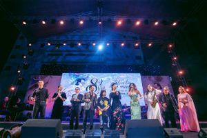 Đạo diễn Lê Quỳnh Thư: 'Tôi hạnh phúc khi đông đảo khán giả yêu Trịnh đến thế'