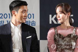 Họp báo 'My Fellow Citizens': Choi Siwon nắm chặt tay Kim Min Jung, ngọt ngào bên Lee Yoo Young