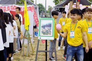 Ngắm nhìn 'thành phố của những cây cầu' hiện đại và xưa cũ qua 100 bức ký họa của sinh viên ĐH Kiến trúc Đà Nẵng