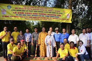 Trang Trần cùng các Mạnh Thường Quân xây cây cầu thứ 300 tặng người nghèo
