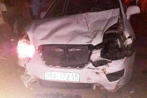 Xe 7 chỗ tông hàng loạt xe máy, 1 người chết, 3 người bị thương