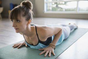 6 động tác kéo giãn trị liệu đau thần kinh tọa cực hiệu quả