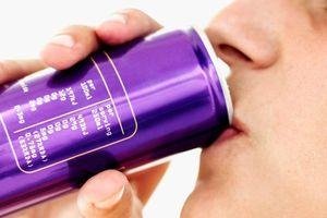 Lưỡi bị ăn mòn vì uống 6 lon nước tăng lực mỗi ngày