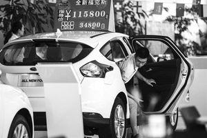 'Thấm đòn', Trung Quốc hoãn tăng thuế lên ô tô nhập khẩu từ Mỹ
