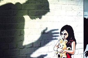 Thầy giáo sờ mông sờ đùi nữ sinh ở Bắc Giang bị kỷ luật cảnh cáo, chuyển trường