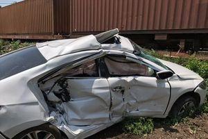 Tàu hỏa tông ôtô, 3 người bị thương