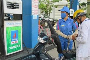 Xăng dầu tăng mạnh từ 17 giờ