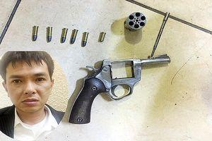 Khởi tố đối tượng dùng súng cướp tài sản ở chợ Long Biên