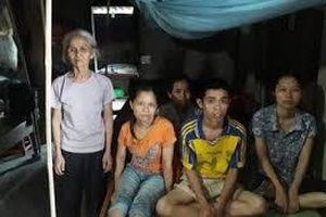 Cảnh đời éo le của cụ bà bốc gạch nuôi 4 con bệnh tật, khờ dại