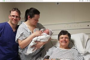 Mẹ mang thai hộ con gái, sinh một cháu gái nặng 3,4 kg