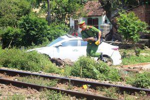 Tai nạn đường sắt, ô tô bị tàu hỏa tông, 3 người nhập viện
