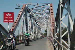 Cận cảnh cây cầu sắt lịch sử 106 năm trước ngày 'khai tử'