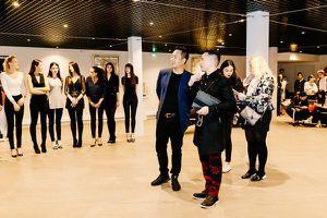 Người mẫu Pháp diện áo dài khoe sắc tại trụ sở chính của UNESCO