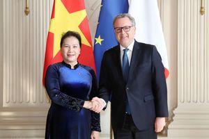 Chủ tịch Quốc hội tiến hành hội đàm với Chủ tịch Hạ viện Pháp