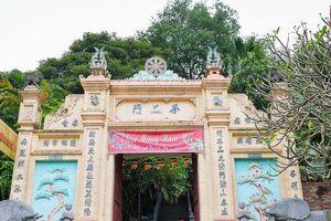 Tìm hiểu ngôi chùa kỳ lạ không hòm công đức, không cúng vàng mã