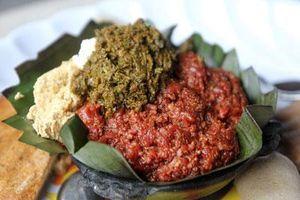 CLIP: Rùng mình với sở thích ăn thịt sống kỳ lạ ở Ethiopia