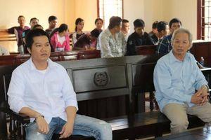 Ba cha con hầu tòa vì chống người thi hành công vụ