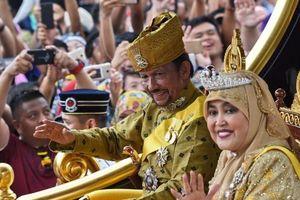 Brunei ban hành luật ném đá tới chết đối với người đồng tính, cộng đồng LGBT tìm cách thoát thân