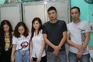 Nhóm nam nữ thanh niên sử dụng ma túy trong quán karaoke