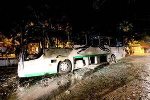 Xe khách cháy sau khi đưa đoàn khách nước ngoài tham quan Nha Trang