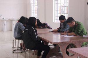Nhóm nữ sinh đánh hội đồng bạn ở Nghệ An bị đuổi học một tuần