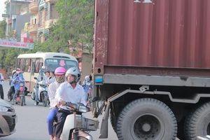 'Né phí' cao tốc Hải Phòng - Hà Nội, xe container là nỗi kinh hoàng của học sinh mỗi lần tan trường