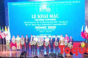 Hàng trăm thí sinh háo hức dự Kỳ thi Toán học Hà Nội mở rộng lần thứ 16