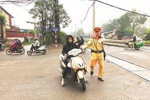 Xử lý người tham gia giao thông không đội mũ bảo hiểm: Không có ngoại lệ