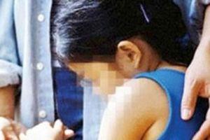 Qua nhà hàng xóm xin ớt, bé gái 14 tuổi bị dâm ô