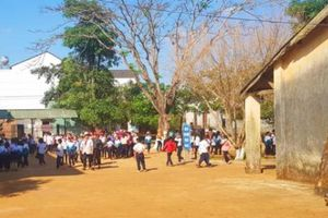 Phó Bí thư xã 'rút ví' trúng mặt học sinh: Xã đồng ý cho thôi việc